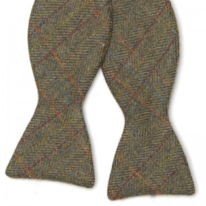 herring herring tweed bow tie in moorland green
